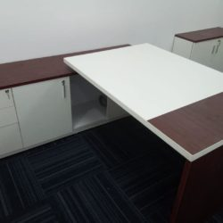 http://www.officemodularfurniture.com Office Table in Delhi